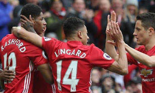 Manchester United down Chelsea to go at the top