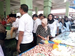 Para Petugas Sidak Pasar Mendatangi Pasar Ikan di Pasar suprapto