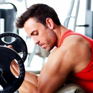 Curl de bíceps hombre masa muscular