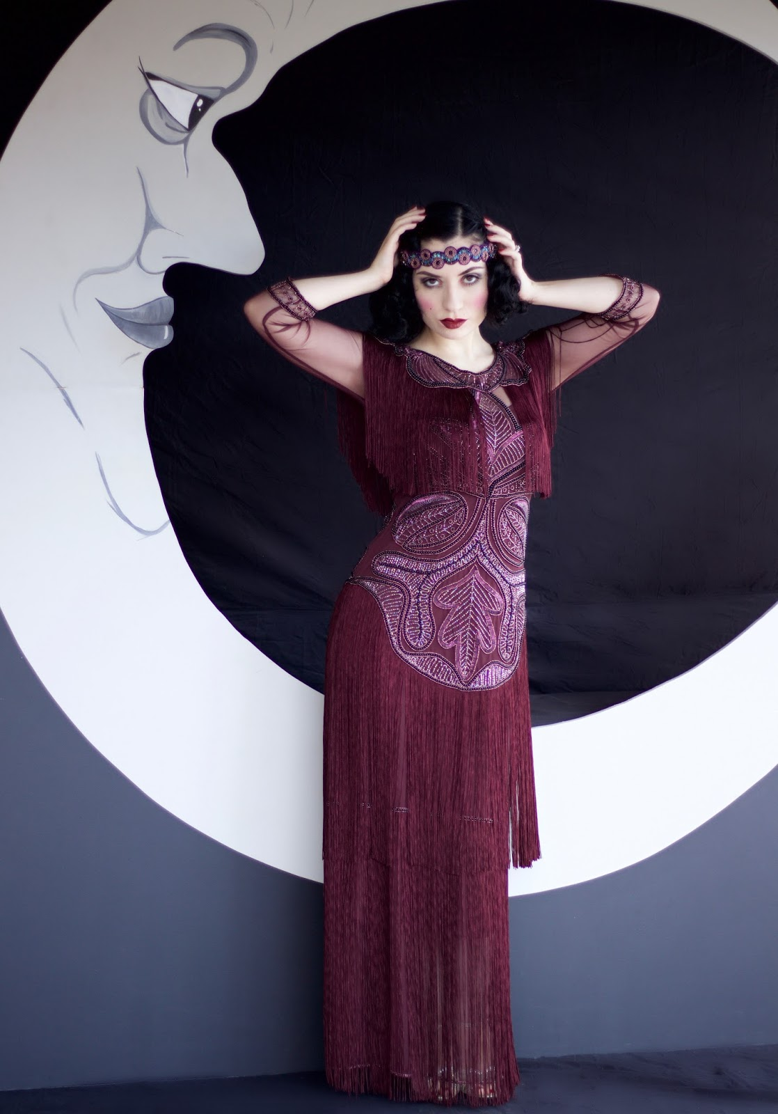aea472fc695a7c ... accessory for an iconic flapper girl look