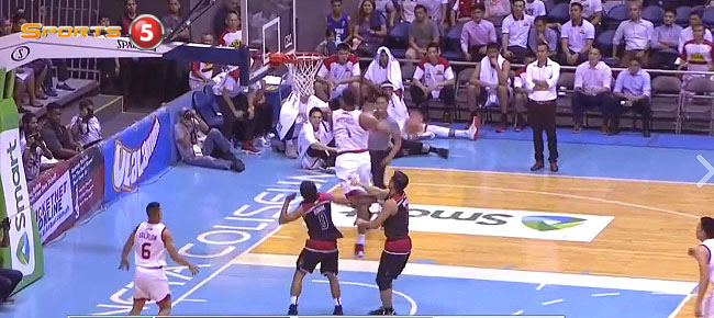 Tony Mitchell with the NASTY Windmill Slam vs. Mahindra (VIDEO)