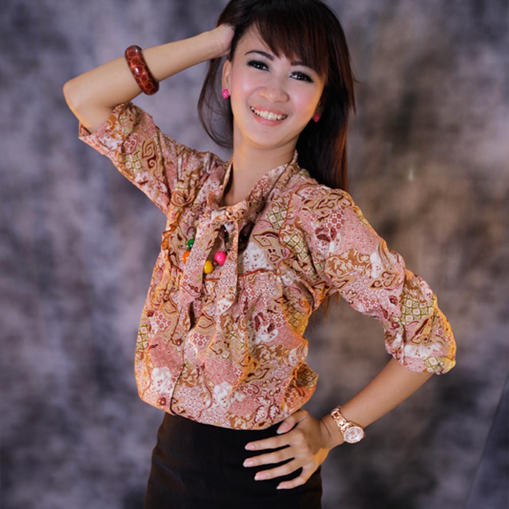 Kemeja Batik Gaul Wanita: Tren Fashion: Fashin Baju Batik Wanita
