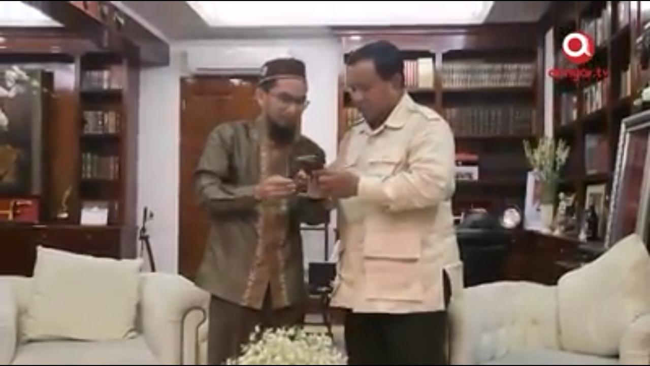 Sebutkan 3 Syarat Pemimpin, Ustadz Adi Hidayat Minta Ummat Bandingkan 01 dan 02