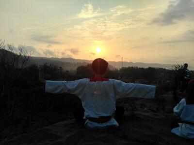 menghantar matahari terbenam