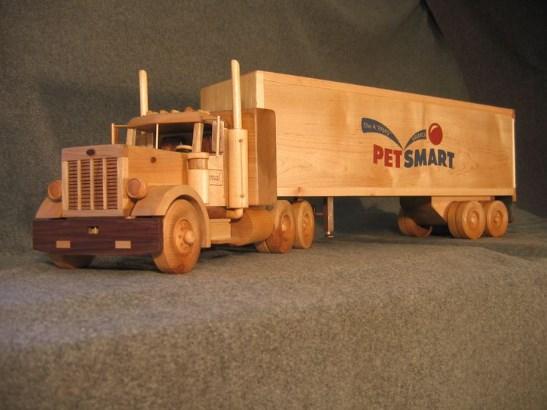 miniatur truk amerika dari kayu