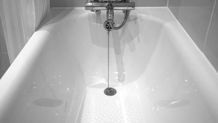 como limpar banheira