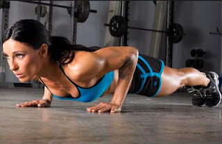 foto gambar gerakan olahraga ringan cara mengecilkan perut buncit di rumah