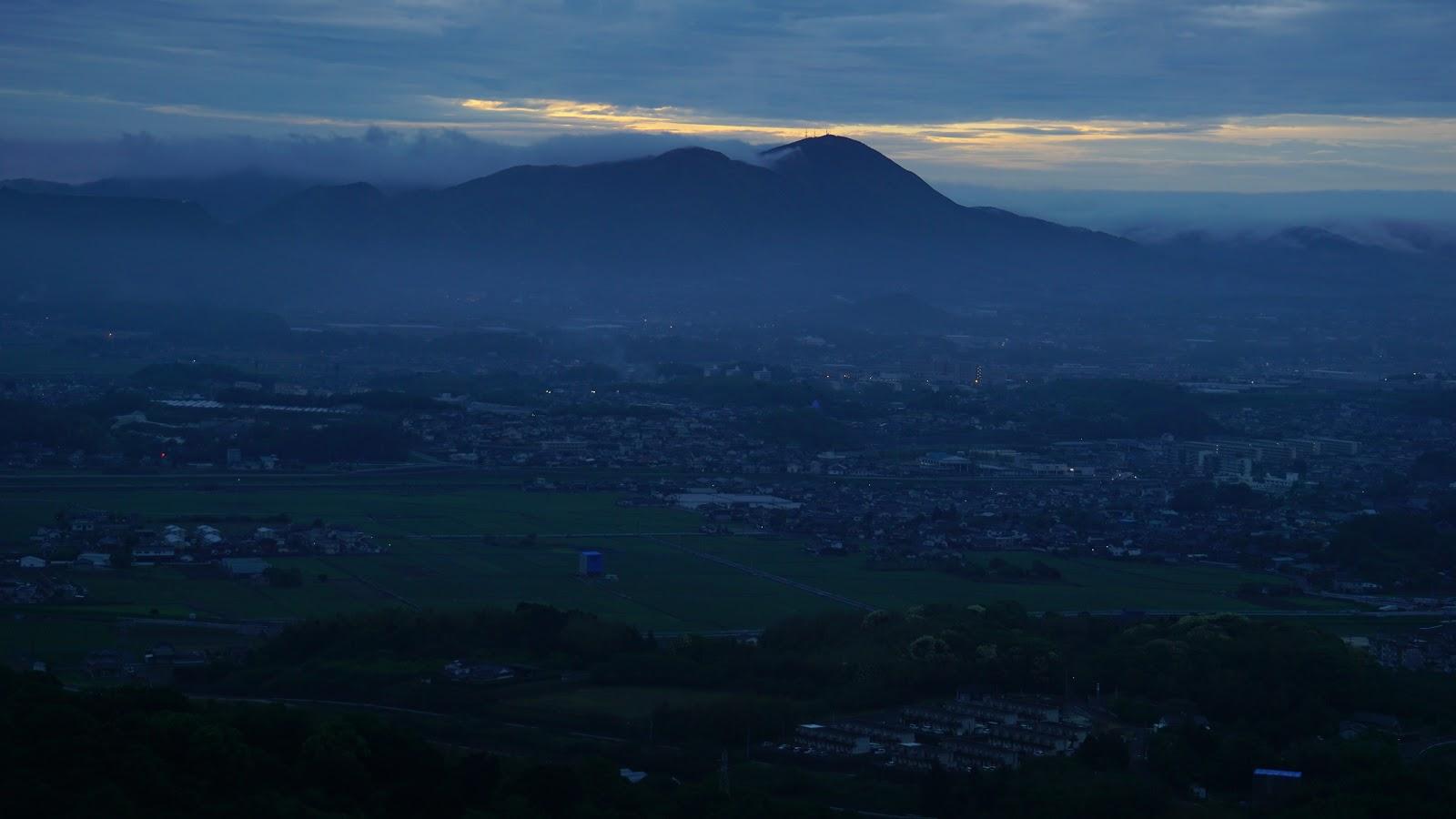 山犬の峠 「日が昇る」