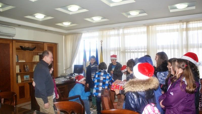 Τα Χριστουγεννιάτικα Κάλαντα  Έψαλλαν στον Αντιπεριφερειάρχη Καστοριάς