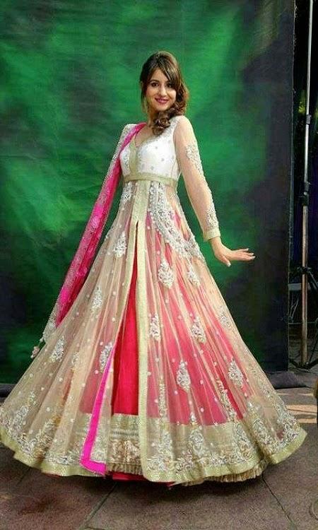 Latest Trendy Bridal Dresses For Mehndi Function For Girls