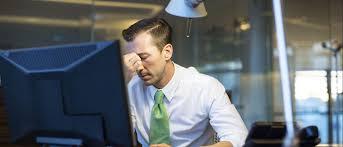 infeliz no trabalho