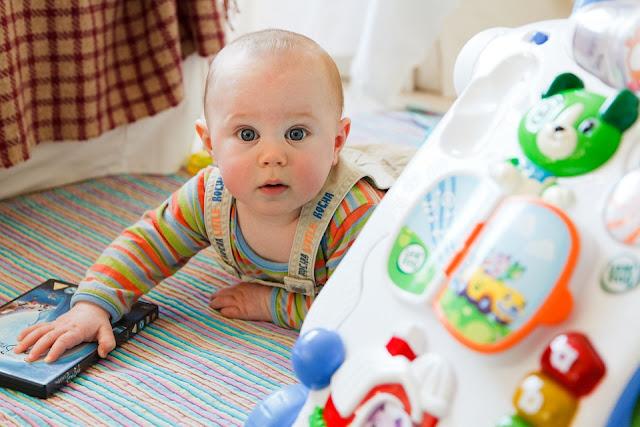 Mainan Bayi 3 Bulan Yang Bagus Untuk Merangsang Kecerdasan Otak Dan