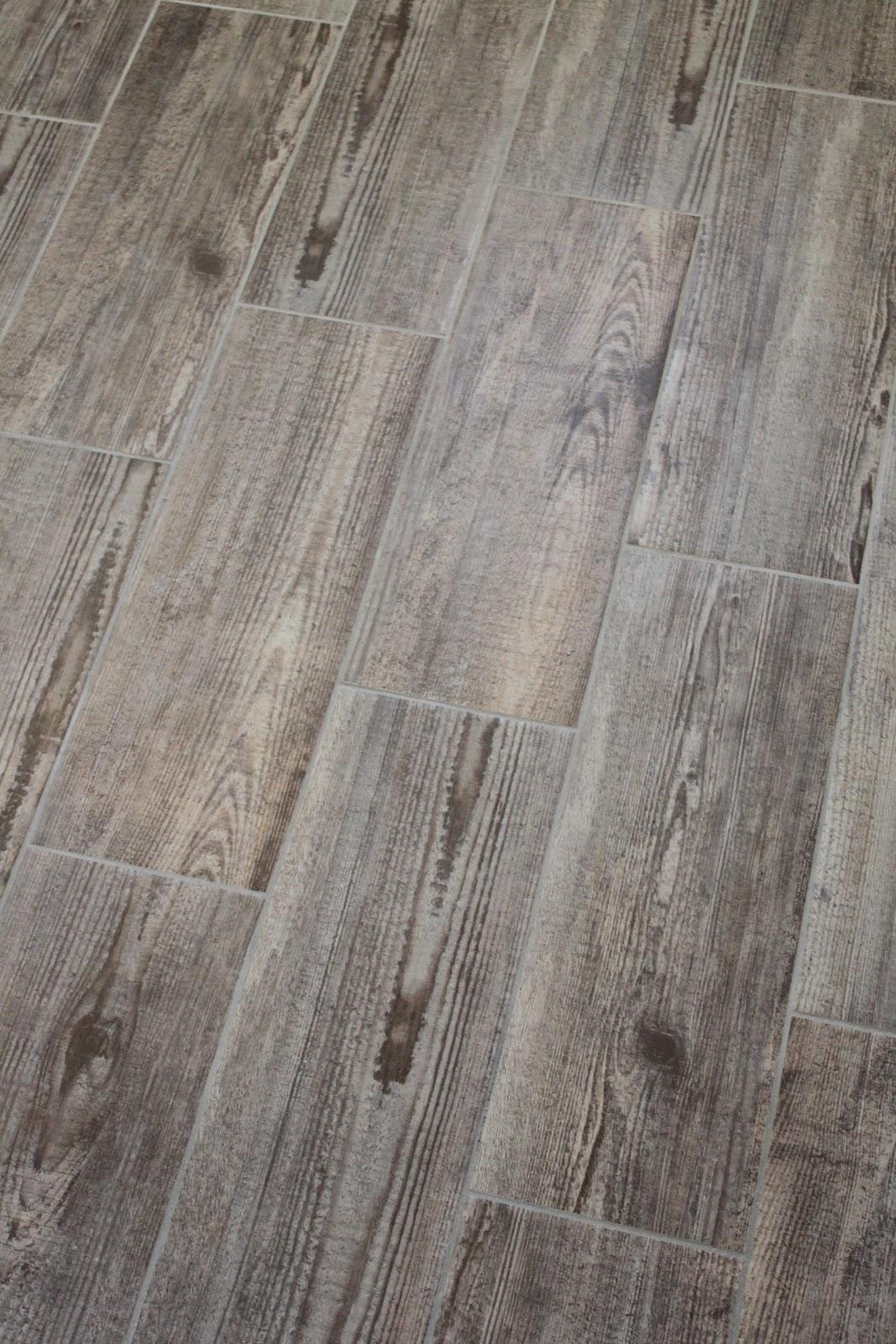 30 Beautiful Bathroom Tiles That Look Like Wood | eyagci.com