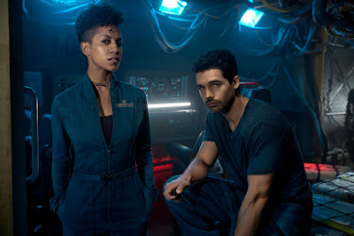 Steven Strait and Dominique Tipper in The Expanse Season 2 (35)
