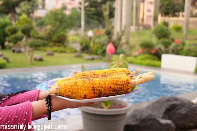 bakar jagung di villa puncak