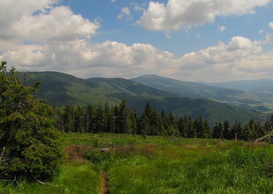Wschodni grzbiet Niżnych Tatr z hali na Kolesárovej.