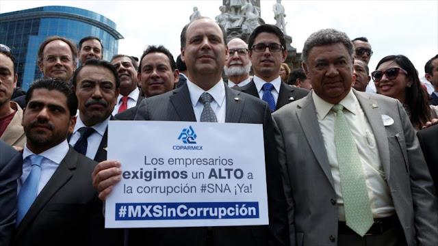 Empresarios de la Coparmex protestan en Ciudad de México contra corrupción gubernamental