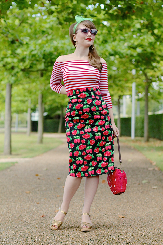 Dolly & Dotty strawberry themed outfit with Falda pencil skirt and Gloria top