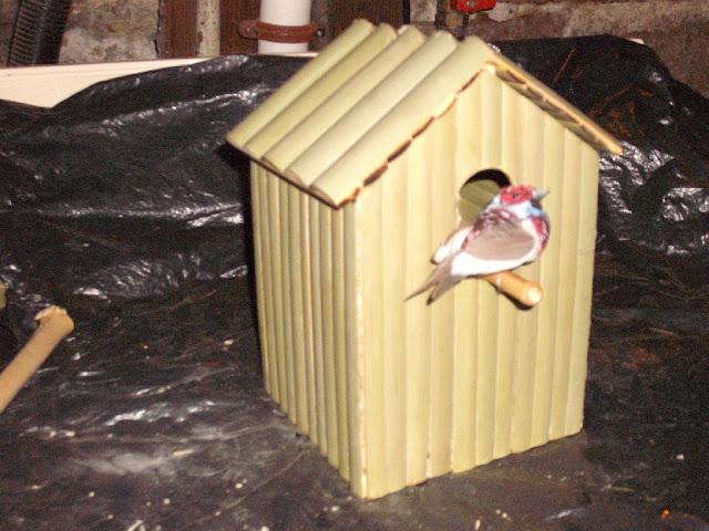 Rumah burung dari bambu