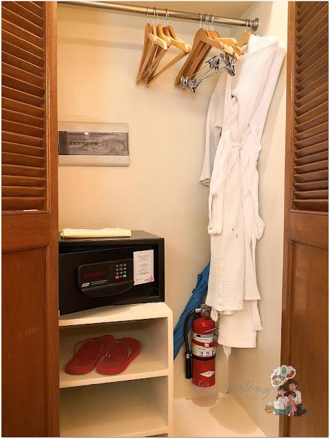 Crimson Resort and Spa Mactan Closet