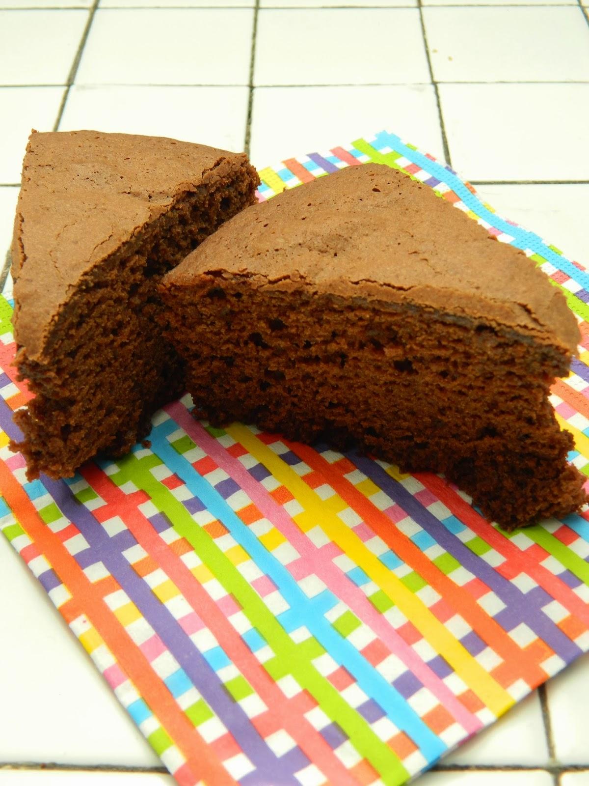 Gâteau au chocolat, confiture de lait.