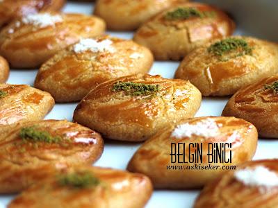 Şekerpare Tarifi Şerbetli Tatlı Pastane Usulü  Yapımı, Nasıl Yapılır kolay videolu lezzetli hafif şerbetli tatlı tarifleri