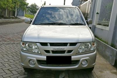 Eksterior Isuzu New Panther Facelift 2005 Tampak Depan