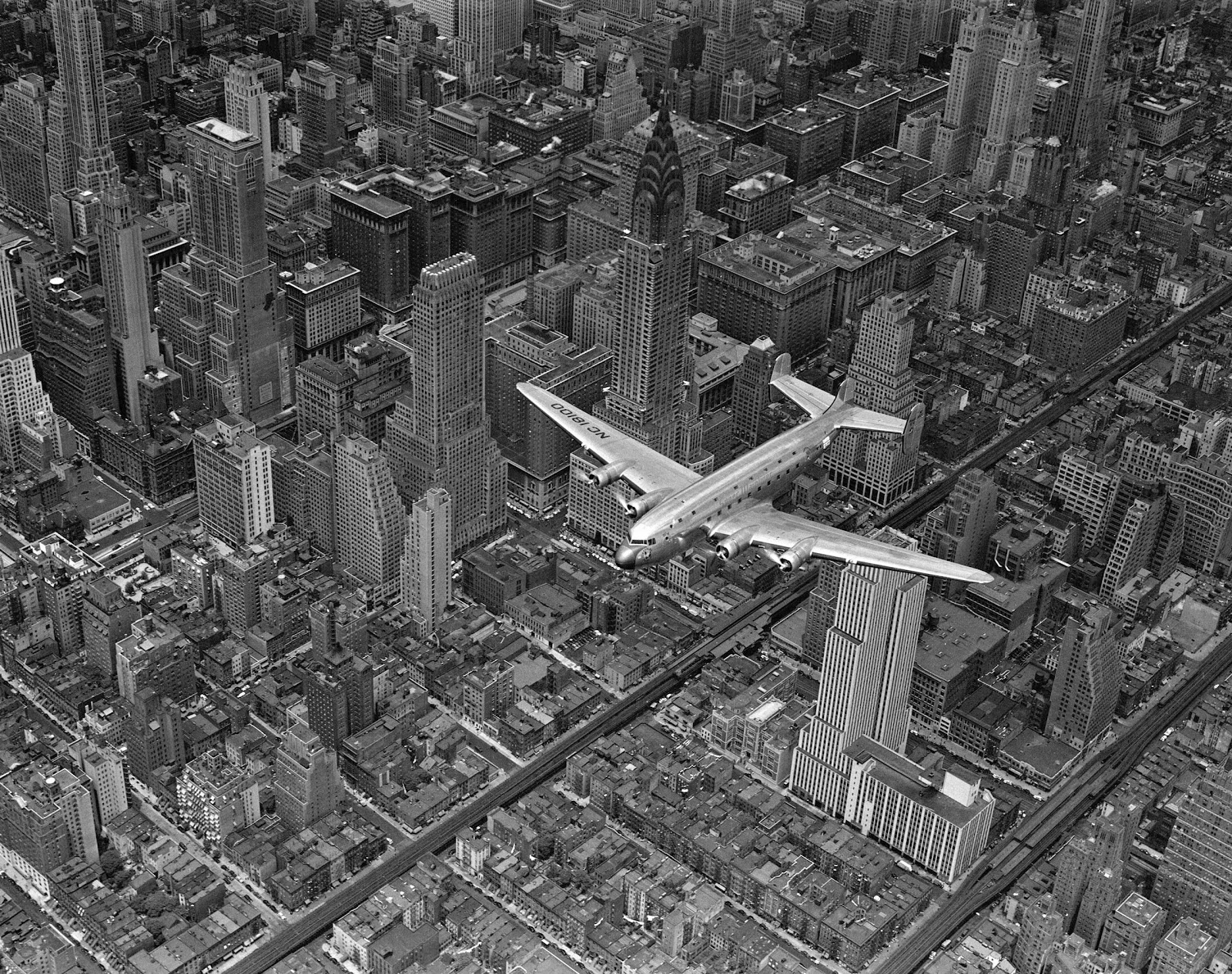 Aerial View Of A DC 4 Passenger Plane Flying Over Midtown Manhattan An Almost Identical Photograph From This Shoot Was Published In The June 19 1939