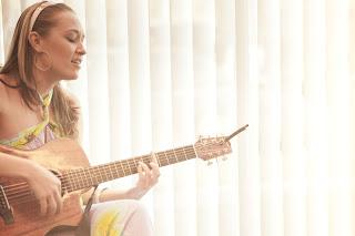 OluKai Hosts Private Performance by Hawaiian Musician Anuhea 2