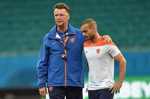 Sneijder quyết không theo Van Gaal về MU