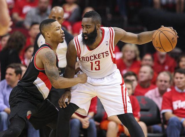 James Harden affronte Damian Lillard ce dimanche 27 Novembre 2016, en NBA.