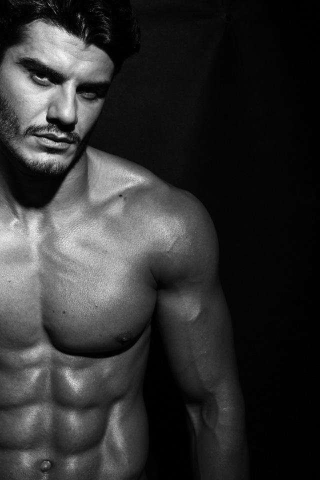 Mariano Jr., Mister Brasil 2015 mostra corpo sarado em ensaio sensual. Foto: Bia Ferrer
