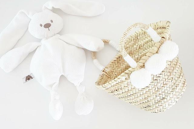 Trois petits pois panier pompons creation bébé cadeau