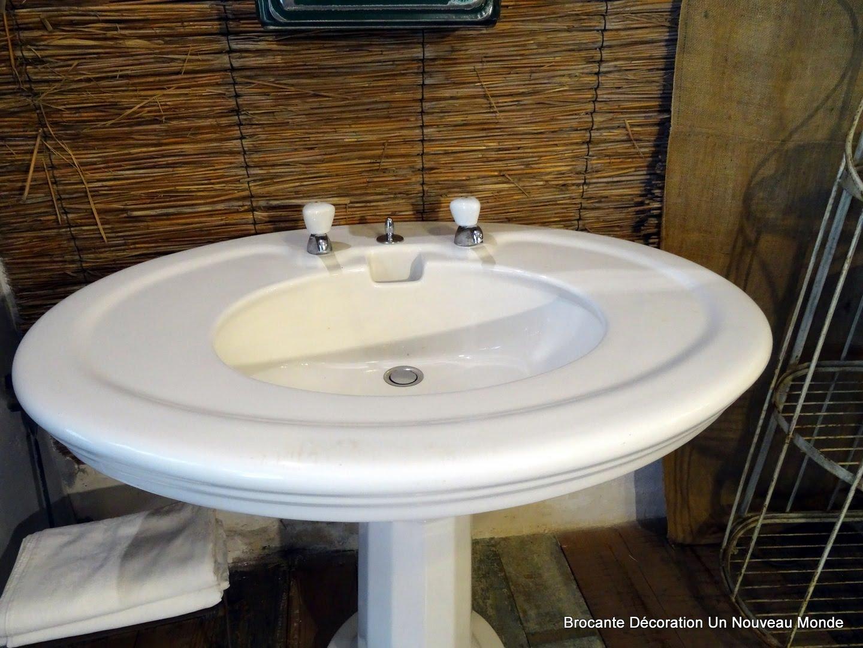 brocante d coration un nouveau monde grande vasque de salle de bain art d co en c ramique. Black Bedroom Furniture Sets. Home Design Ideas