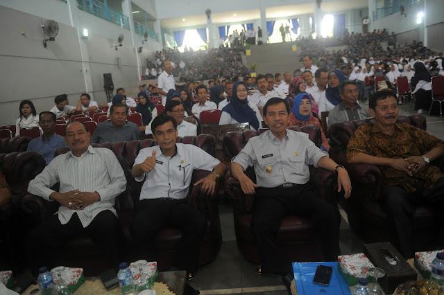 Ishak Mekki Harapkan Pelajar SMKN 2 Bentuk Karakter Profesional