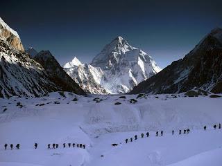 Expedição com o K2 ao fundo