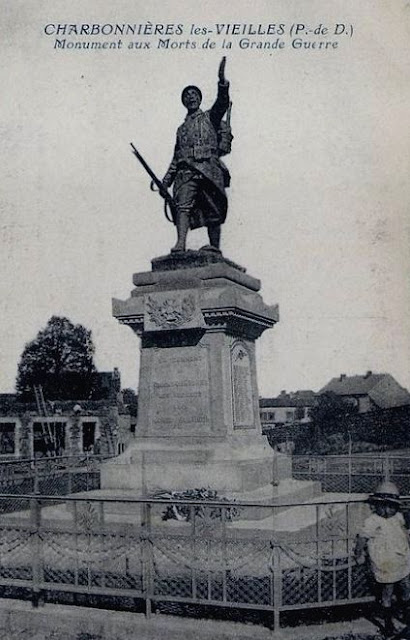 CPA monuments aux Morts du Puy-de-Dôme, Charbonnières les Vieilles