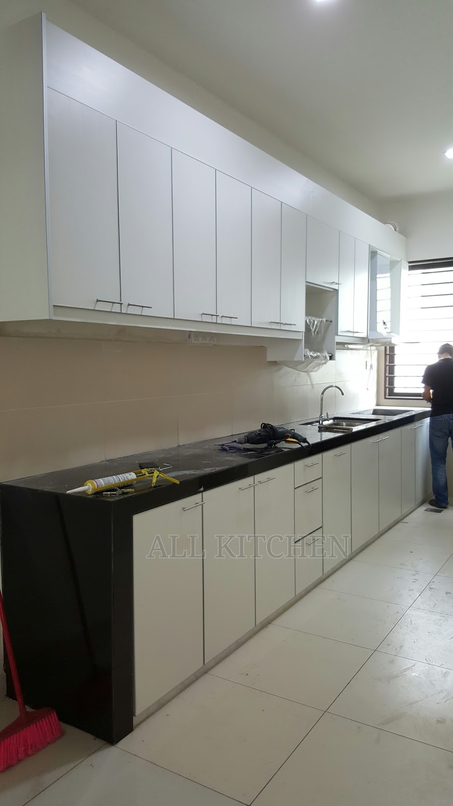 Kitchen cabinet alam impian for Harga kitchen cabinet 2016