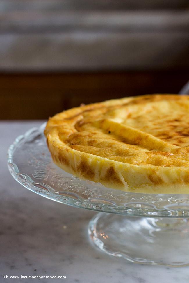 Torta di semolino dell'Artusi su alzatina in vetro