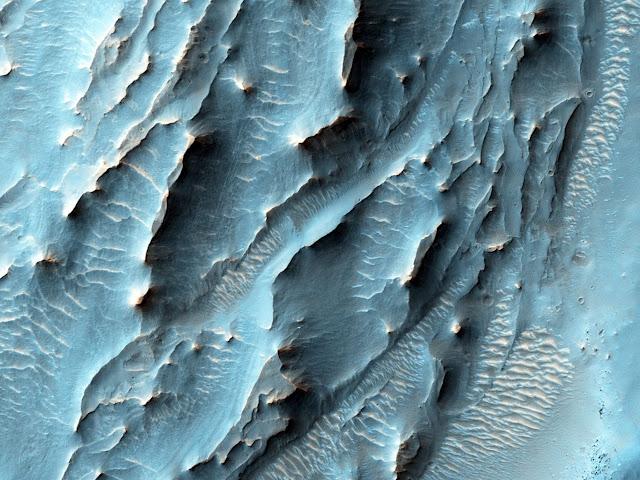 Những cấu trúc lạ thường tại miệng hố va chạm Gale, nơi robot tự hành Curiosity đang hoạt động. Hình ảnh: NASA/JPL.