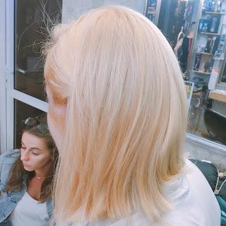 Nhuộm tóc màu Vàng Cực Tây sáng lấp lánh như tia nắng mai ấm áp