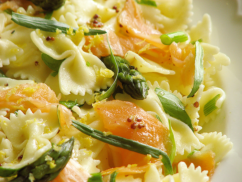 salade de pates au saumon asperges liveche et estragon recettes bio et fait maison le