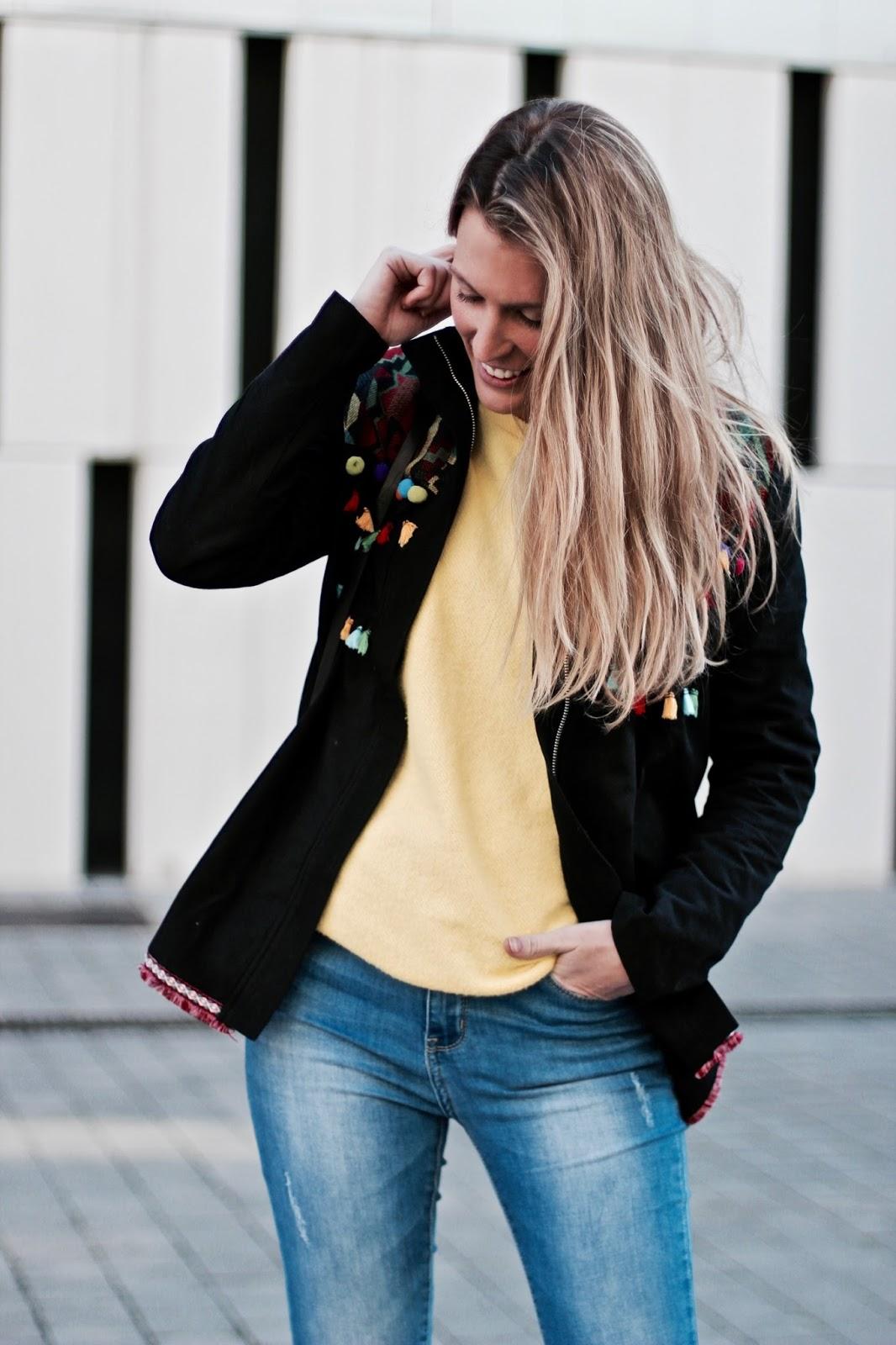 chaqueta con pompones