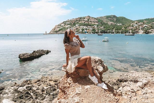 Dziewczęca stylizacja na tle pięknej Majorki  - Czytaj więcej