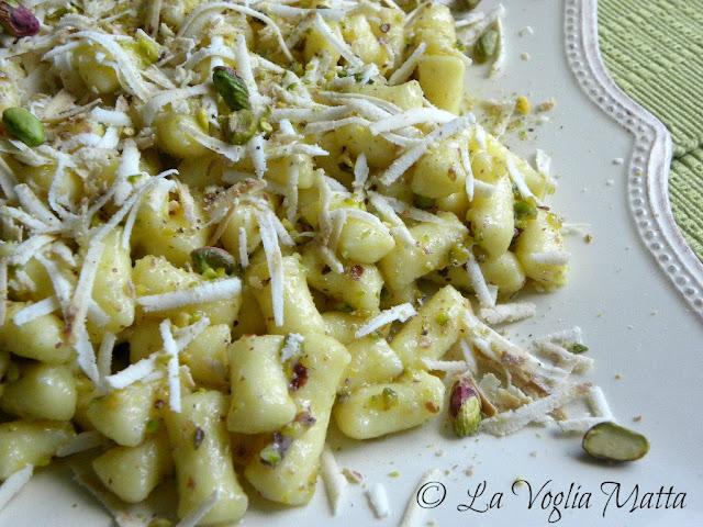 tronchetti di patate Barone con pistacchi e ricotta affumicata