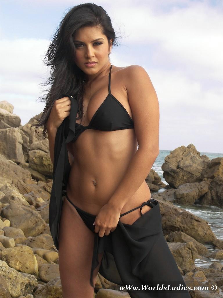 Sexy Actress Gallery Sunny Leon In Hot Black Bra Panties -4701