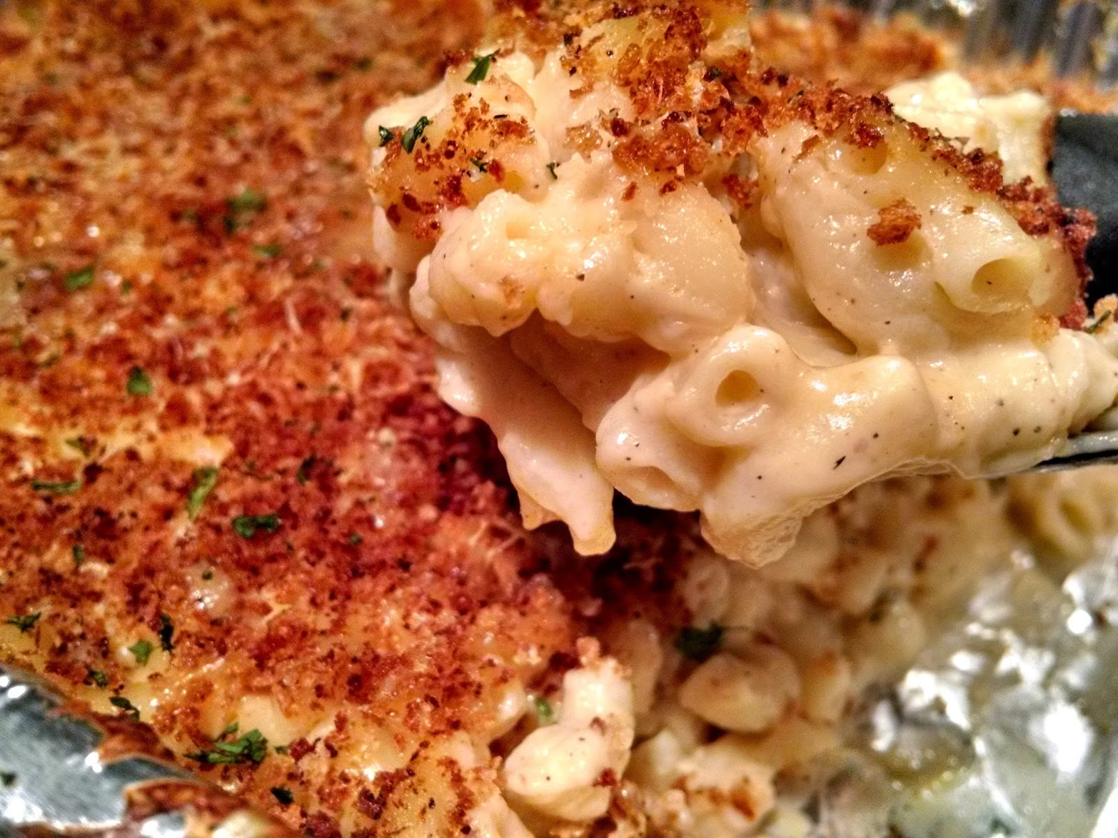 Mac n Cheese Love at Three Red Aprons