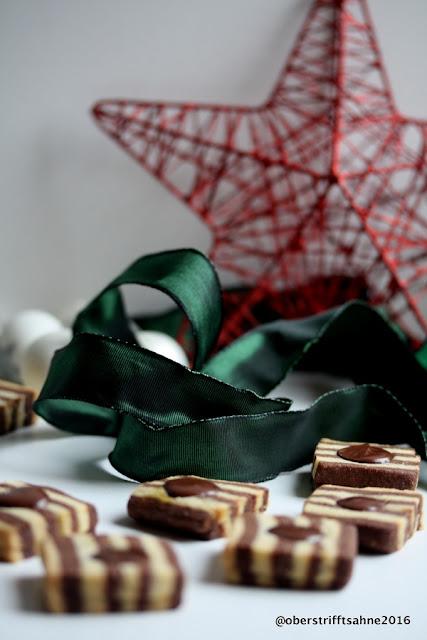 Weihnachtsplätzchen mit Schokolade