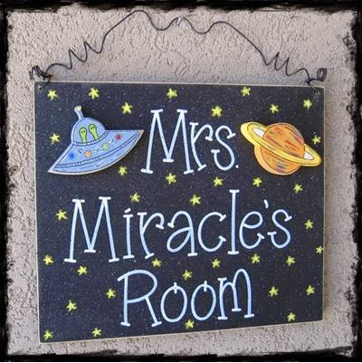 Cute space-themed sign for your classroom! Blog post includes tons of other ideas for your space-themed classroom!