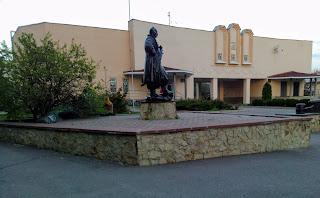 Миргород. Краеведческий музей и памятник миргородским казакам